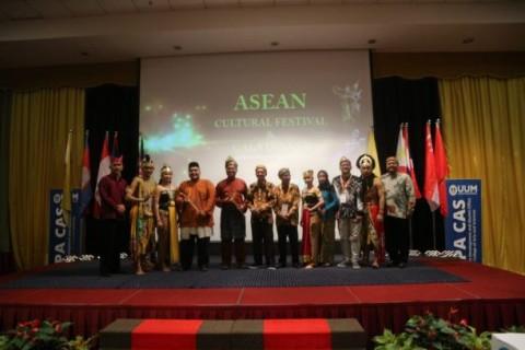 Delegasi UNS Raih Penampil Budaya Terbaik di Malaysia