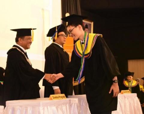 54 Persen Wisudawan Vokasi UI <i>Cum Laude</i>