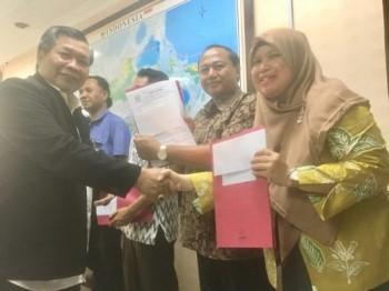 Direktur PFM Wilayah II Serahkan Bansos Dana Hibah