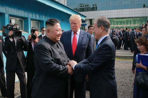 Presiden Moon Undang Kim Jong-un ke KTT ASEAN