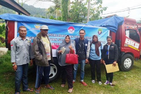 Dihadang Konflik, Kemensos Tetap Salurkan Rastra di Papua Barat