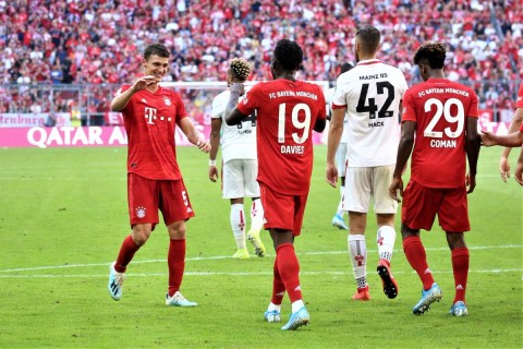 Bayern Muenchen Pesta Gol ke Gawang Mainz