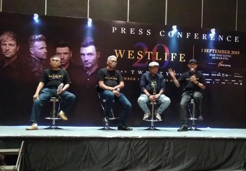 Panggung Westlife di Sam Poo Kong Emban Pesan Damai