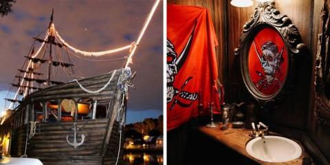 The Pirate Ship, Hotel Bertema Bajak Laut