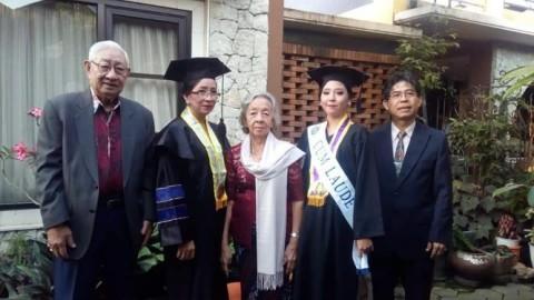 Wisuda Bareng, Ibu dan Anak Kompak Raih <i>Cum Laude</i>