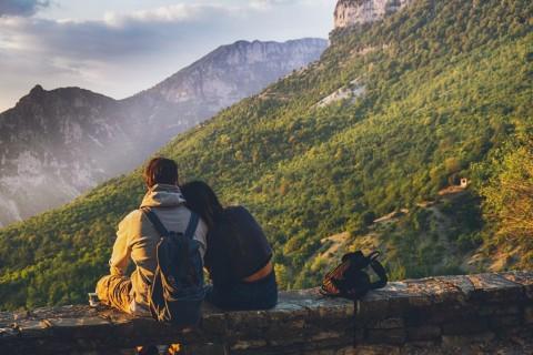 Momen yang Tepat Menjalin Hubungan Spesial dengan Teman Dekat
