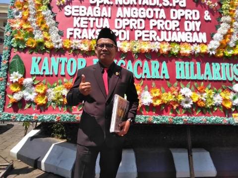 Usai Dilantik, Anggota DPRD DIY Pulang Jalan Kaki