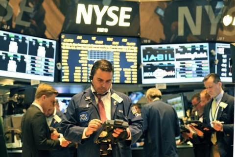Saham AS Berguguran, Investor Pantau Perang Dagang