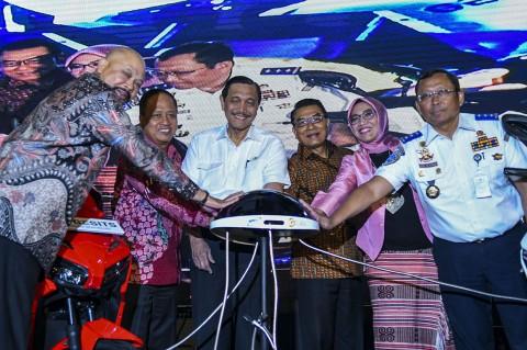 Menko Luhut Resmikan Indonesia Electric Motor Show 2019
