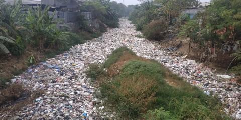 Bau Tak Sedap Kali Jambe Bikin Nafsu Makan Warga Hilang