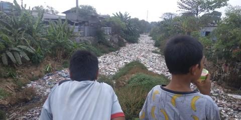 Sampah Kali Jambe Ganggu Aktivitas Warga