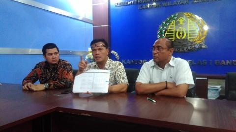 Penjual Nomor Antrean Pembuatan Paspor di Bandung Diburu