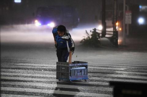 Terjang Tokyo, Topan Faxai Picu Peringatan Evakuasi