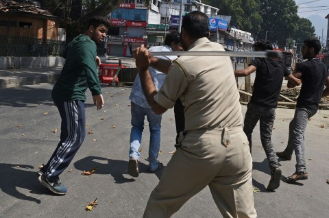 India Perketat Kashmir usai Bubarkan Prosesi Syiah