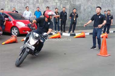 Kecepatan Ideal Sepeda Motor Saat di Tikungan Tajam