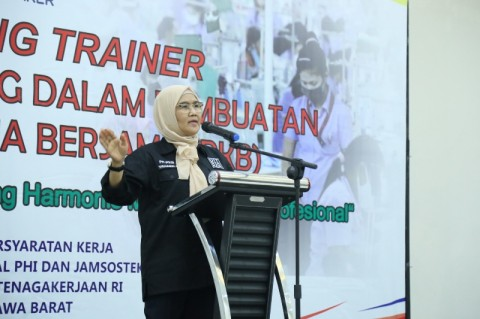 Kemenaker Latih Trainer Piawai Berunding