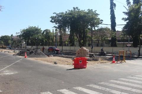 Lokasi Parkir di Surabaya Dipindah ke Tengah Jalan