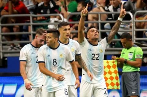 Tanpa Messi, Argentina Pesta Gol