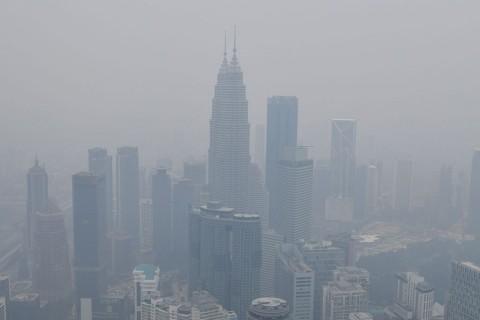 Kabut Asap Makin Parah, Malaysia Kirim 500 Ribu Masker