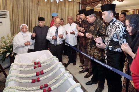 SBY dan Keluarga Melayat ke Rumah Duka Habibie