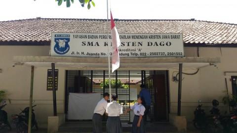 Eks Sekolah BJ Habibie Kibarkan Bendera Setengah Tiang