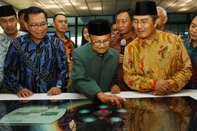 Australian PM Mourns Habibie as Courageous, Visionary Leader