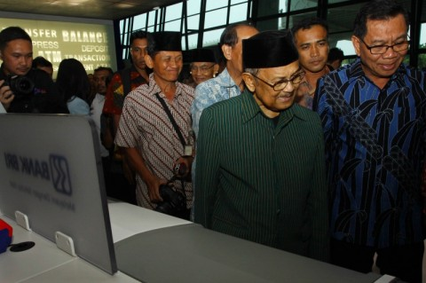 Kenangan PM Singapura Kunjungi IPTN dengan Habibie
