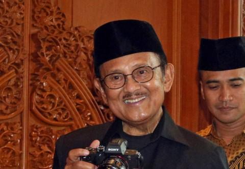 Atlet Bulu Tangkis di Makassar Mengheningkan Cipta untuk BJ Habibie