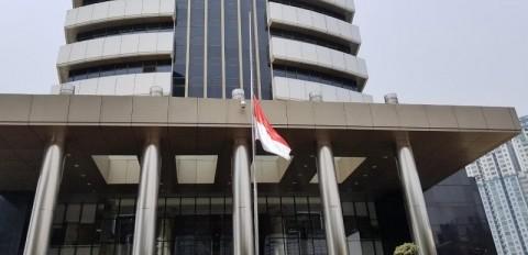 KPK Kibarkan Bendera Setengah Tiang Kenang Habibie