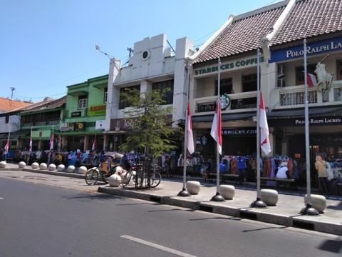 Menghormati Habibie, Bendera Setengah Tiang Berkibar di Yogyakarta