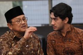 Kenangan Tak Terlupakan Reza Rahadian Bersama Habibie
