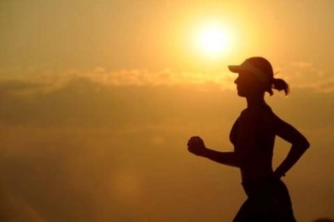 Apa yang Harus Dikenakan Wanita saat Lari?