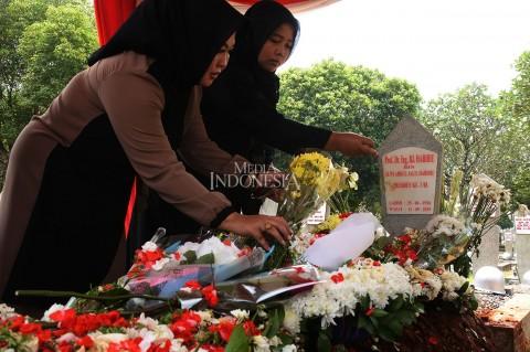 Makam BJ Habibie Dipenuhi Peziarah