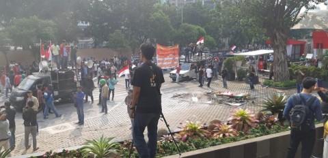 Massa Bentrok Karena Dihalangi Bertemu Pimpinan KPK