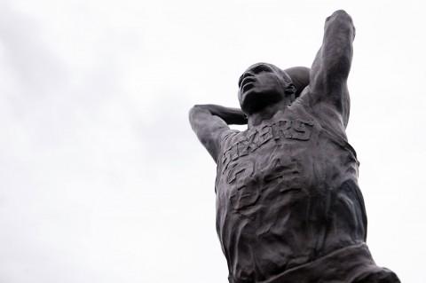Sebuah Patung Penghormatan Dibuat Sixers untuk Barkley