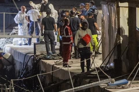 Pemerintah Baru Italia Izinkan 82 Imigran Berlabuh