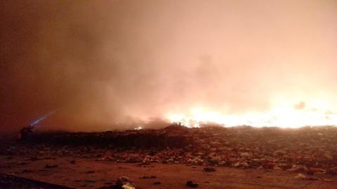 Api di TPA Antang Makassar Meluas Dekati Pemukiman Warga