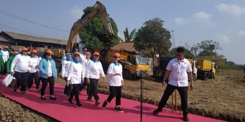 Iriana Jokowi Resmikan Gerakan Aksi Indonesia Bersih di Bekasi