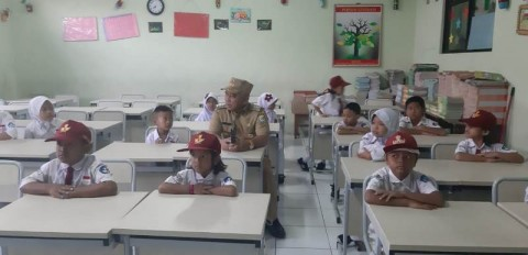 SDN Pekayon Jaya III Tak Lagi Belajar di Lantai