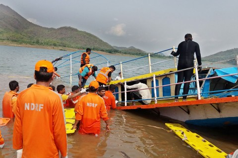 Tim Penyelamat India Cari 39 Korban Kapal Tenggelam