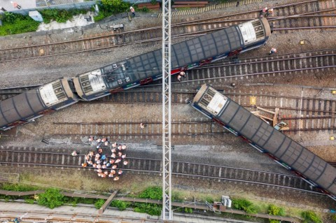 Kereta Tergelincir di Hong Kong, Tiga Warga Terluka