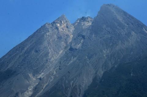 Gunung Merapi Muntahkan Awan Panas Guguran