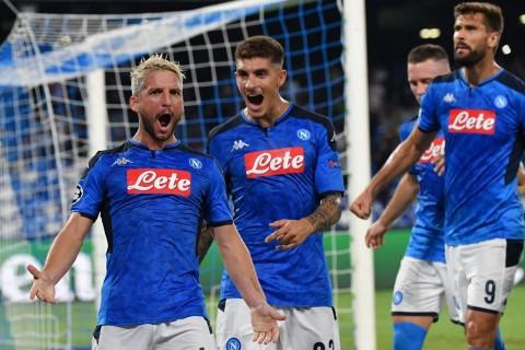 2 Gol Telat Bantu Napoli Bungkam Liverpool