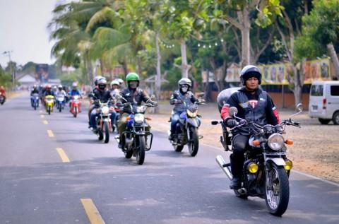 Suzuki Motorcycle Club Reinkarnasi di Pantai Carita
