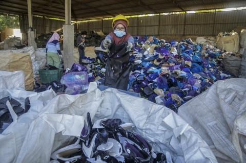 Sembilan Kontainer Limbah Plastik Dipulangkan ke Australia