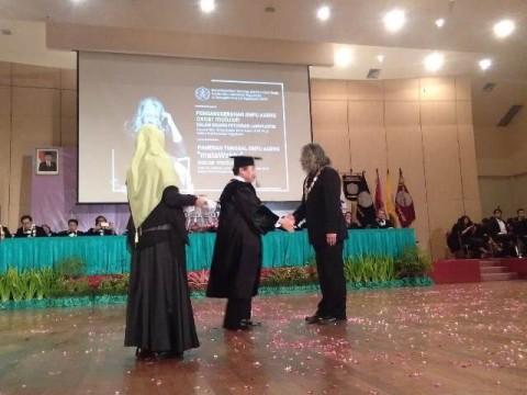 ISI Yogyakarta Anugerahi Gelar Kehormatan kepada Oscar Motuloh