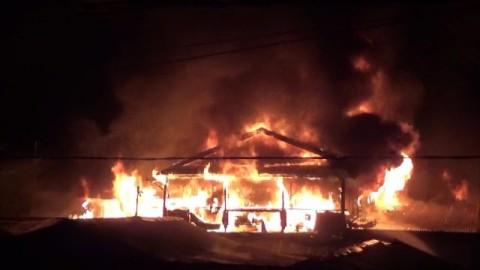 Tujuh Rumah Hangus Terbakar di Asrama Polisi Makassar