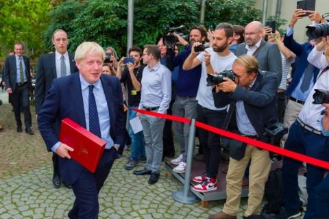 PM Inggris Bujuk Trump agar Tidak Perang Lawan Iran