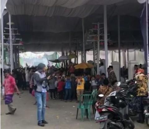 Viral Polisi Letupkan Senjata Saat Pesta Adat di Lampung