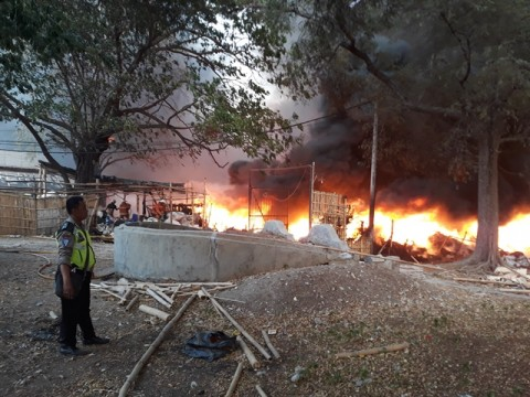 Rumah Pengepul Limbah Plastik di Jakbar Terbakar